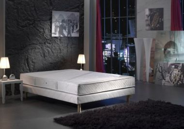 matelas selenia dos sensible exemple duun grand matelas xcm king size with matelas selenia dos. Black Bedroom Furniture Sets. Home Design Ideas